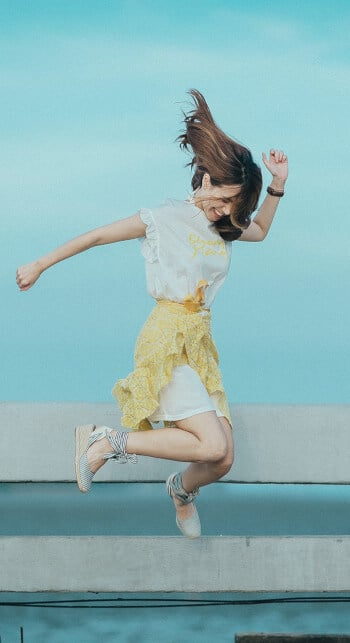smart goals guide - happy woman jumping